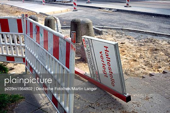 Baustelle Bushaltestelle - p229m1564802 von Martin Langer