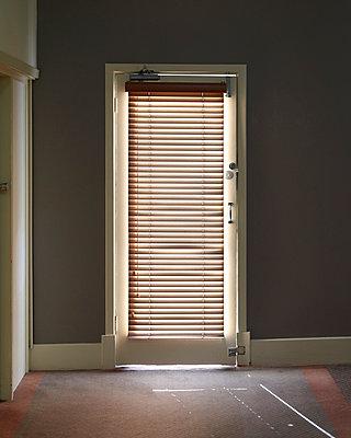 Tür mit Jalousie - p1124m1104383 von Willing-Holtz