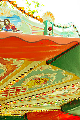 Altes Kinderkarussell - p432m823914 von mia takahara