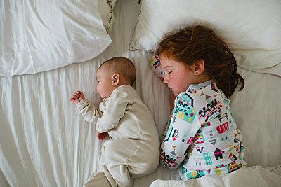 Geschwister - p1361m1222968 von Suzanne Gipson