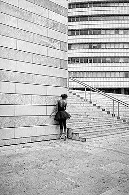Ballerina against modern building - p1445m2125921 by Eugenia Kyriakopoulou