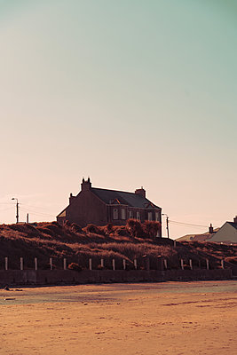 Ireland, Houses on the beach - p1681m2283690 by Juan Alfonso Solis
