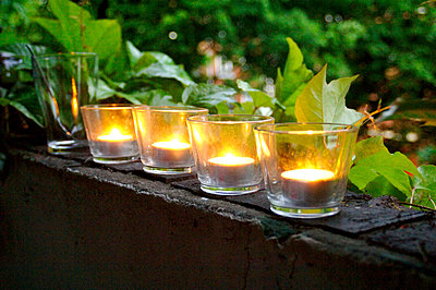 Tealight - p6430029 by senior images