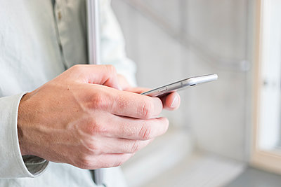 Person using smartphone - p1284m1452112 by Ritzmann