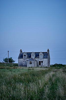 Verlassenes Haus - p1124m1502155 von Willing-Holtz