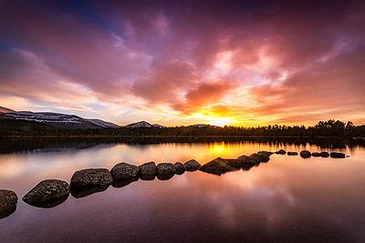 United Kingdom, Scotland, Highlands, Cairngorms National Park, Loch Morlich, sunset - p300m2081347 by Scott Masterton