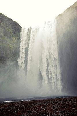 Wasserfall - p382m1068353 von Anna Matzen