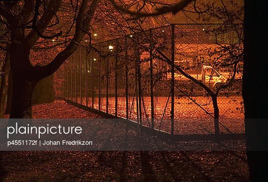 Fence around a tennis court - p4551172f by Johan Fredrikzon