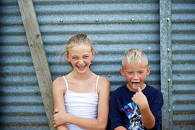 Geschwister - p1169m993971 von Tytia Habing