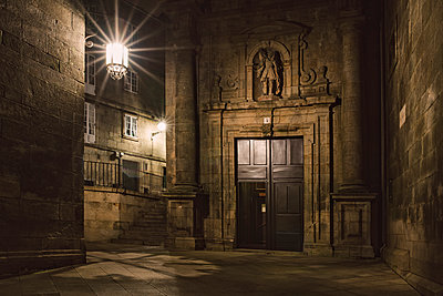 Spain, Santiago de Compostela, facade of San Paio de Antares Monastery by night - p300m1101334f by Ramon Espelt