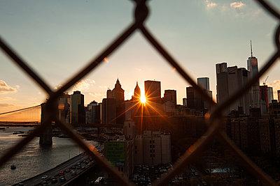 View of New York skyline - p623m2186274 by Pablo Camacho