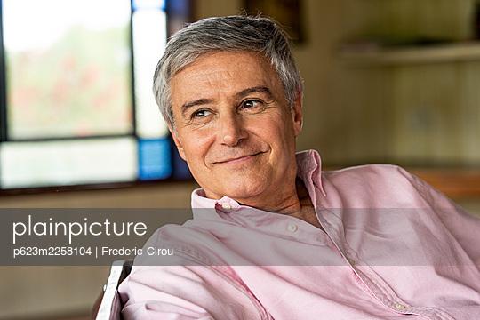 Thoughtful senior man - p623m2258104 by Frederic Cirou