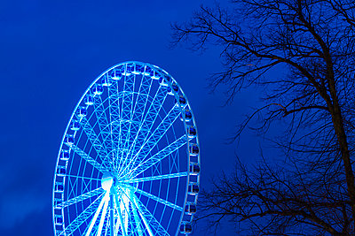 Illuminated Ferris wheel at night - p312m993092f by Mikael Svensson