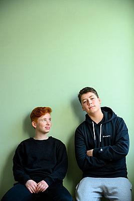Zwei Jugendliche - p427m2156117 von Ralf Mohr