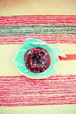 Donut - p432m1059268 by mia takahara