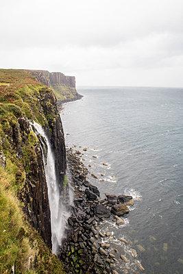 Kilt Rock waterfall - p795m1225798 by Janklein