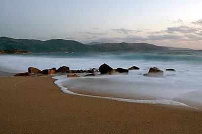 Korsische Küste - p5890011 von Thierry Beauvir