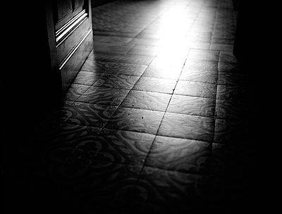 Dark hallway - p945m1487957 by aurelia frey