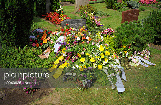 Grave decoration - p0040625 by Normal