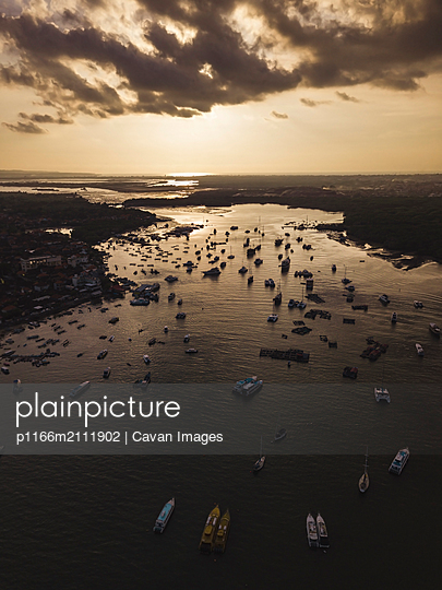 Aerial view of boats at harbor - p1166m2111902 by Cavan Images