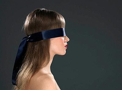 Woman with eye ribbon, profile - p4295071f by Jonatan Fernstrom