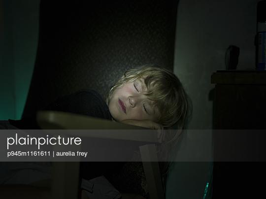 Schlafendes Mädchen - p945m1161611 von aurelia frey