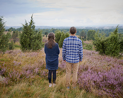 Couple in heath - p1124m931772 by Willing-Holtz