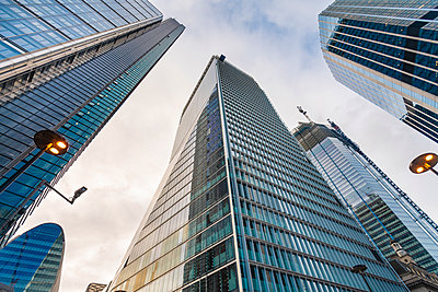 Glass business towers at the city of London liverpool street - p1166m2137019 by Cavan Images