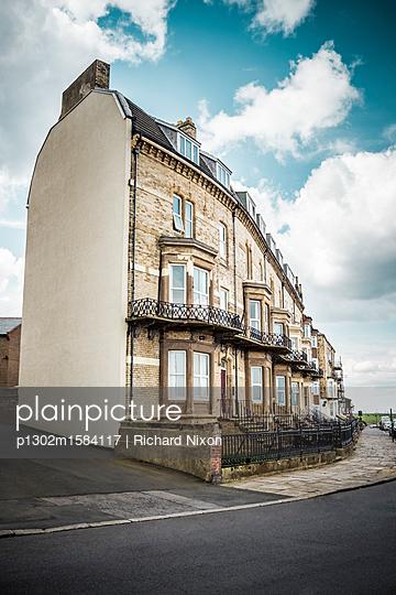 Viktorianische Häuser mit Balkonen - p1302m1584117 von Richard Nixon