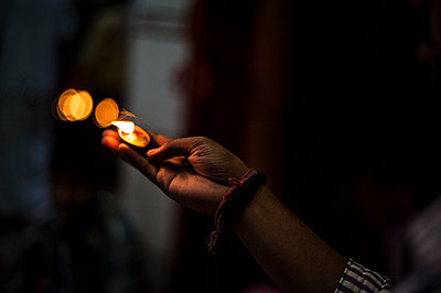 Hand with a candle light - p1007m1144319 by Tilby Vattard