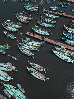 Aerial view of harbor mole - p1166m2094270 by Cavan Images