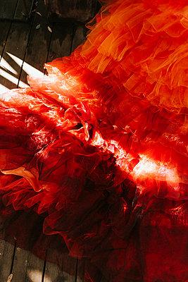 Rotes Ballkleid - p1507m2220167 von Emma Grann