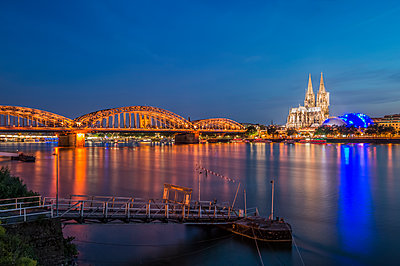 Cologne Rhine panorama at night - p401m1590202 by Frank Baquet