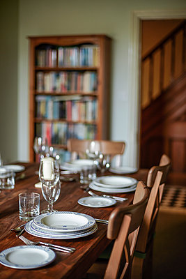 Redeveloped Victorian town-house in Chester, Cheshire, UK. The dining room. - p855m1219706 by Ben Tynegate