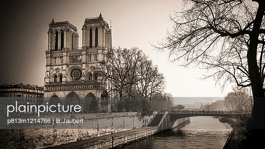 Notre Dame and The quays of the Seine, Paris, France - p813m1214766 by B.Jaubert