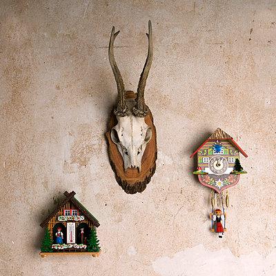 Wetterhäuschen und Kuckucksuhr - p4510874 von Anja Weber-Decker