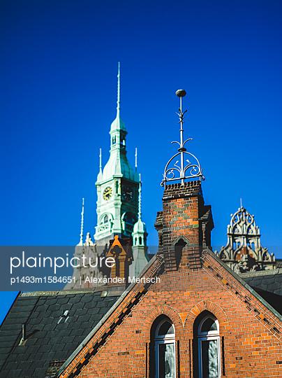 Backsteingothik vor dem alten Rathaus der Speicherstadt, Hamburg - p1493m1584651 von Alexander Mertsch