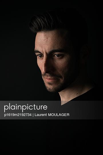 Nachdenklicher Mann - p1619m2192734 von Laurent MOULAGER