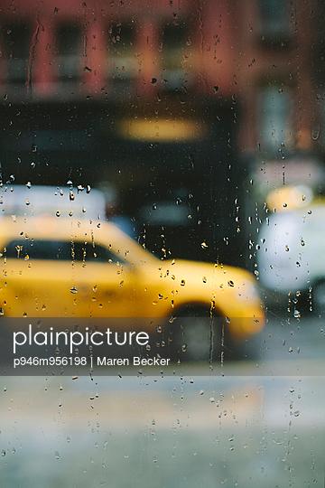 Regentag in New York City - p946m956198 von Maren Becker