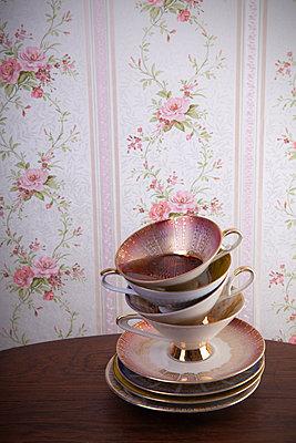 Gestapelte Teetassen - p1156m2064988 von miep