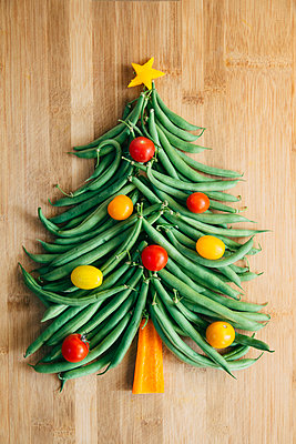 Vegetable Christmas Tree  - p1262m1083674 by Maryanne Gobble
