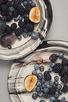 Plate with fruit - p1323m2015193 von Sarah Toure