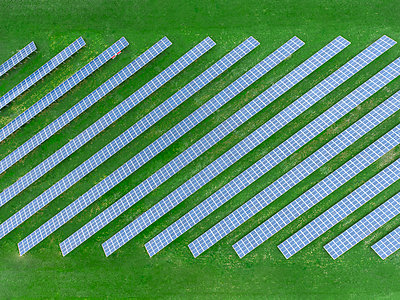 Germany, Bavaria, aerial view of solar panels - p300m1568286 by Michael Malorny