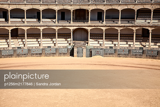 Deserted arena with grand stand, Ronda, Spain - p1256m2177846 by Sandra Jordan