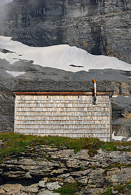 Mountain hut, Swiss Alps, Switzerland - p1072m993311 by Saturno Dona