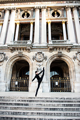 France, Paris, Opera house, Ballet dancer  - p1139m2211181 by Julien Benhamou