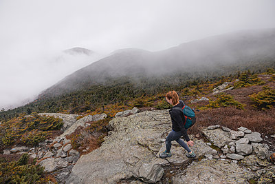 Woman hiking on trail - p1166m2112976 by Cavan Images