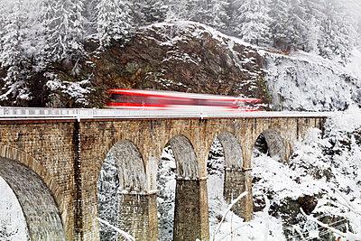 Europe, France, Rhone Alps, Haute Savoie, Chamonix, Mont Blanc Express train going over Viaduct St Marie - p652m1576217 by Christian Kober
