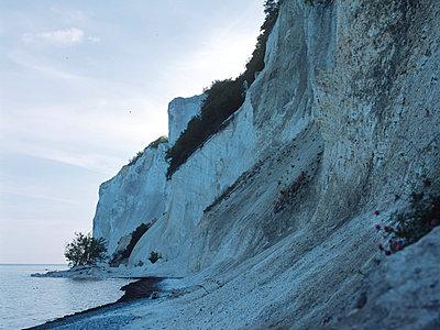 Chalk cliff - p989m887367 by Gine Seitz