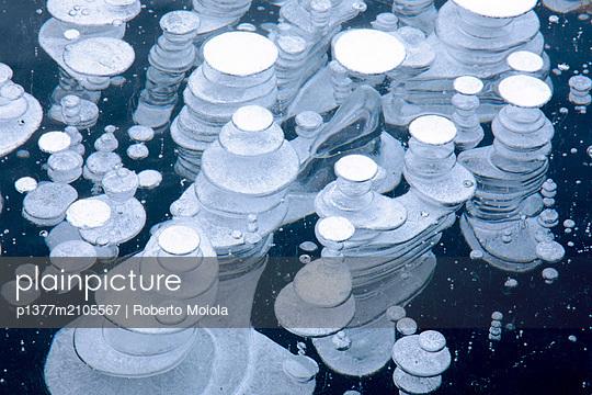 Switzerland, Graubünden, Grigioni, Grisons, Engadin, Alps, Saint Moritz, St Moritz, Close up of details and shapes of ice bubbles, Lake St Moritz - p1377m2105567 by Roberto Moiola